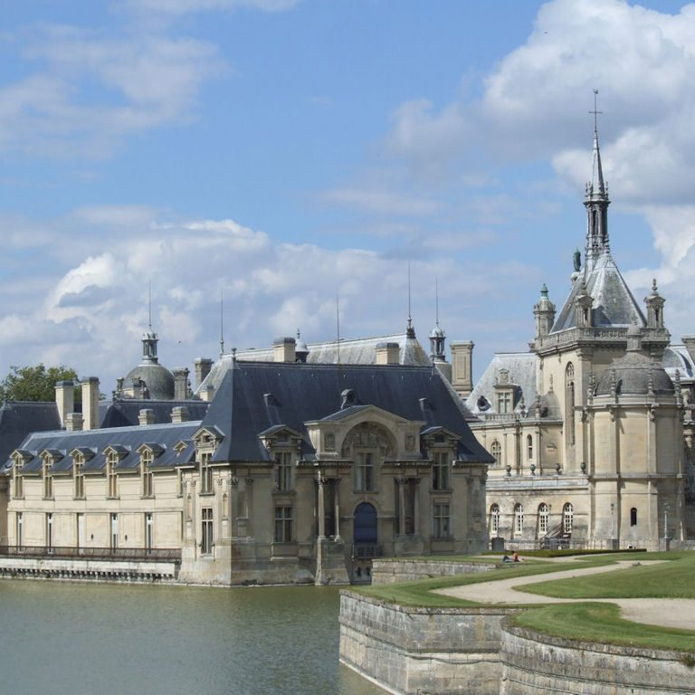 1024px-Chateau_de_Chantilly_001